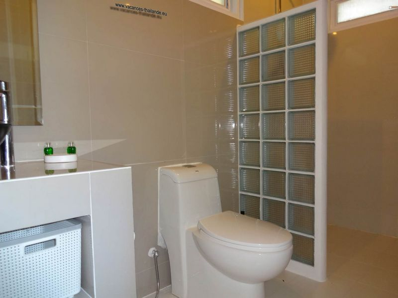 equipment-bathroom-1-white - villa-koh-samui-thailand